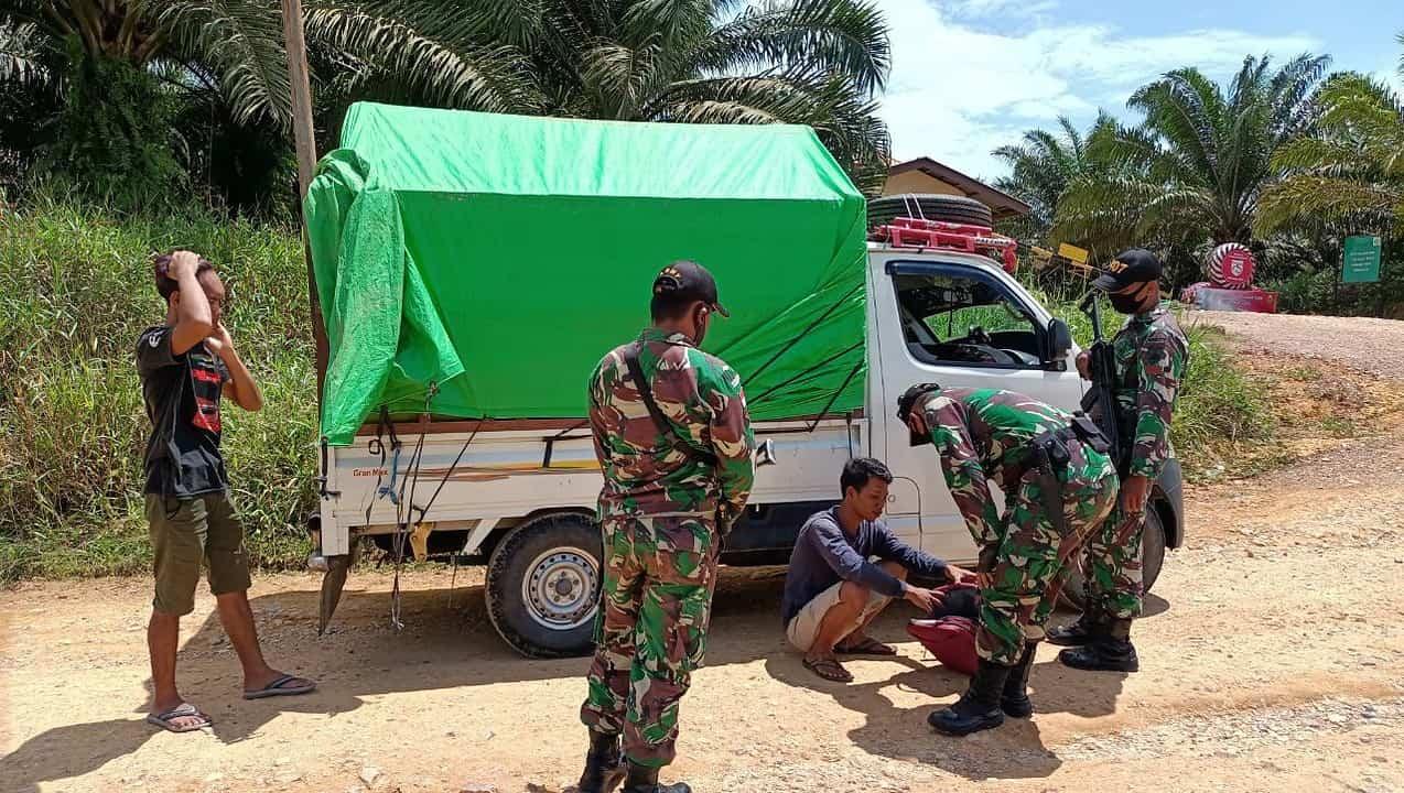 Tingkatkan Keamanan Perbatasan, Satgas Yonif 407/PK Gelar Sweeping Pelintas Batas