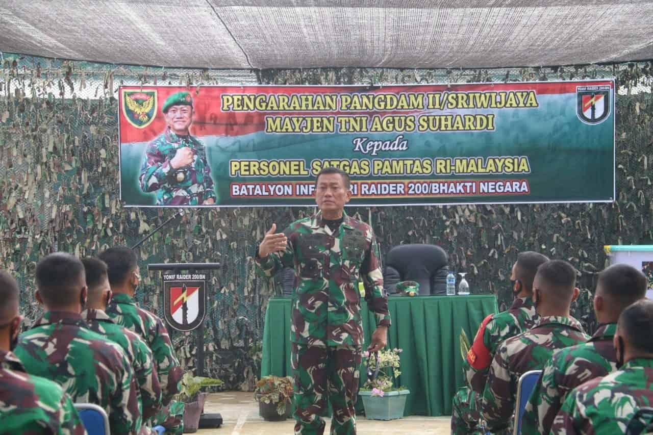 Pangdam II/SWJ Kunjungi Satgas Pamtas RI-Malaysia Yonif R 200/BN di Malinau