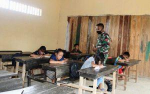 Peduli Pendidikan, Satgas Pamtas Yonif 407/PK Berikan Bantuan Mengajar