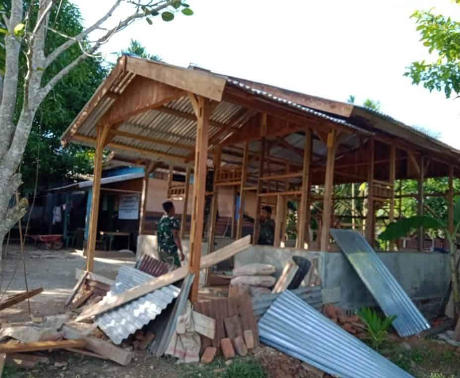 Satgas Pamtas Yonif Mekanis 516/CY Bangun Rumah Layak Huni Warga Kurang Mampu