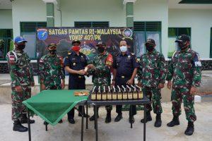 Patroli Malam, Satgas Yonif 407 Temukan Puluhan Botol Miras di Jalur Lintas Tradisional