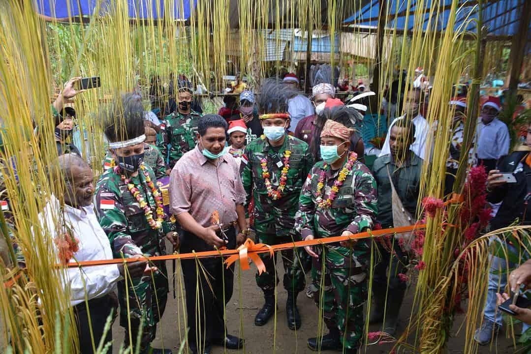 TNI Bangun Gereja, Masyarakat Kufu Tidak Lagi Beribadah di Bawah Pohon