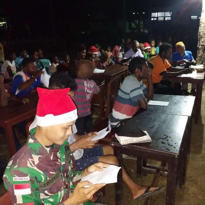Pos Satgas Yonif MR 413 Kostrad Dijadikan Tempat Ibadah Perayaan Natal