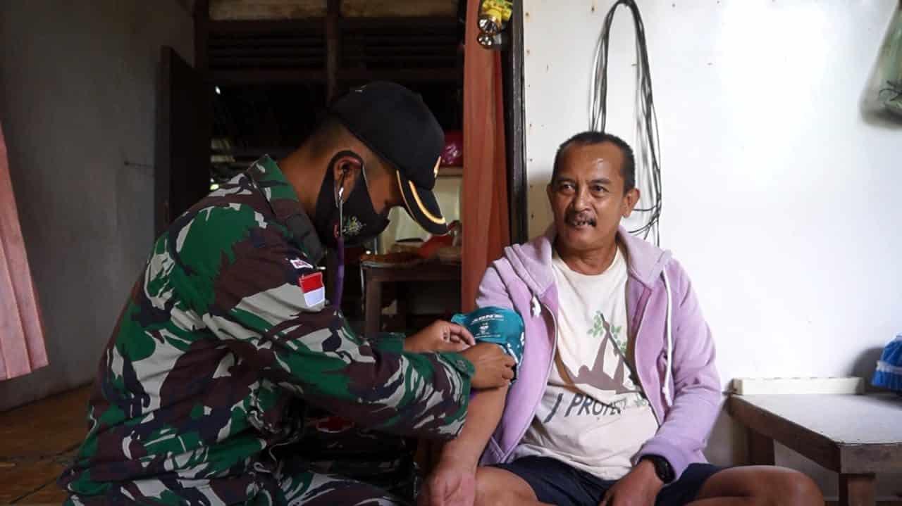 Peringati Hari Juang TNI AD, Satgas Yonif 407/PK Gelar Pengobatan Door to Door