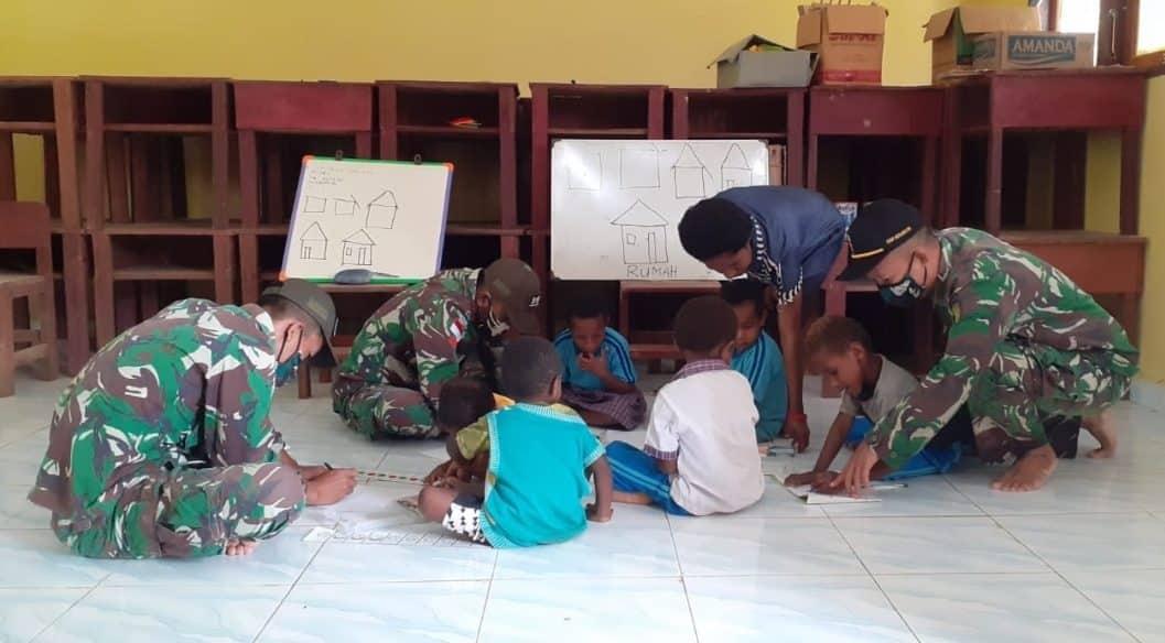 Satgas Pamtas Yonif Mekanis 516/CY Bantu Ajar Anak-anak PAUD di Perbatasan RI -PNG
