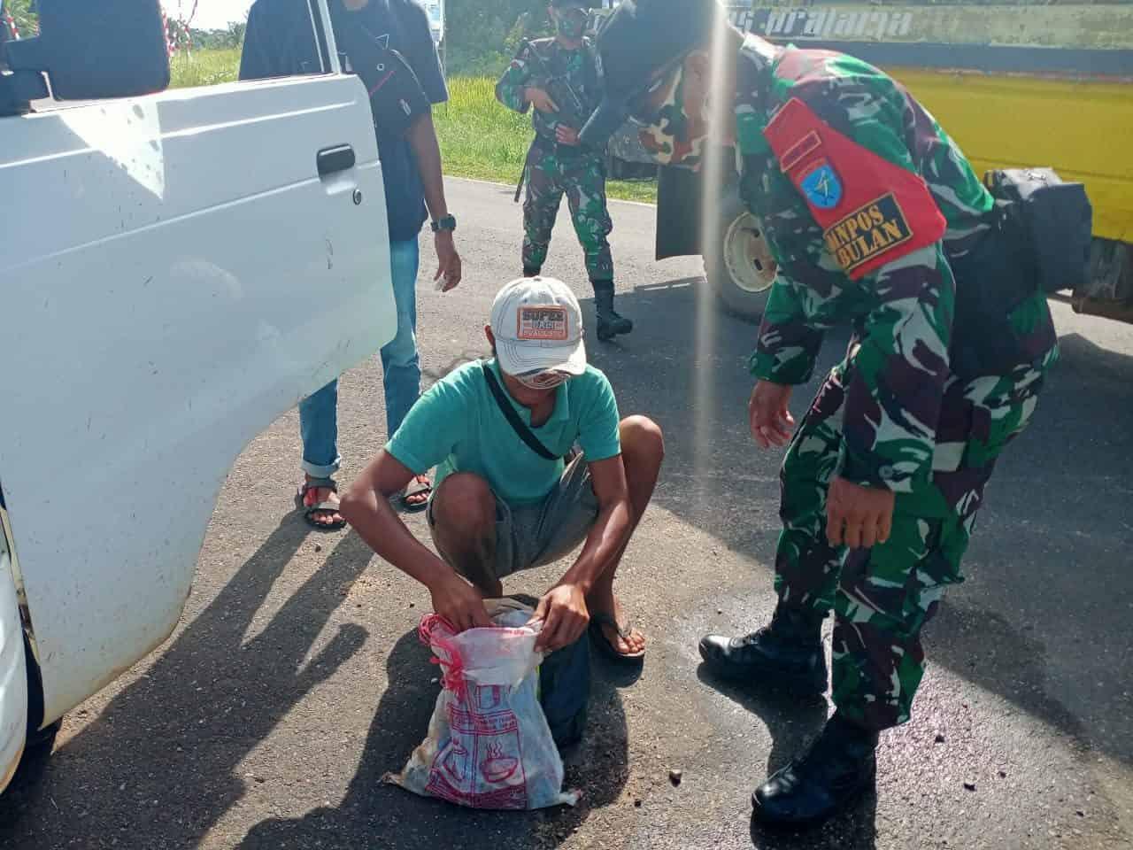 Jaga Kenyamanan dan Keamanan Warga Jelang Natal dan Tahun Baru, Satgas Yonif 642 Kapuas Gelar Sweeping di Perbatasan