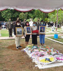 Korsahli Kasad Pimpin Upacara Pemakaman Alm.Letjen TNI Herman Asaribab