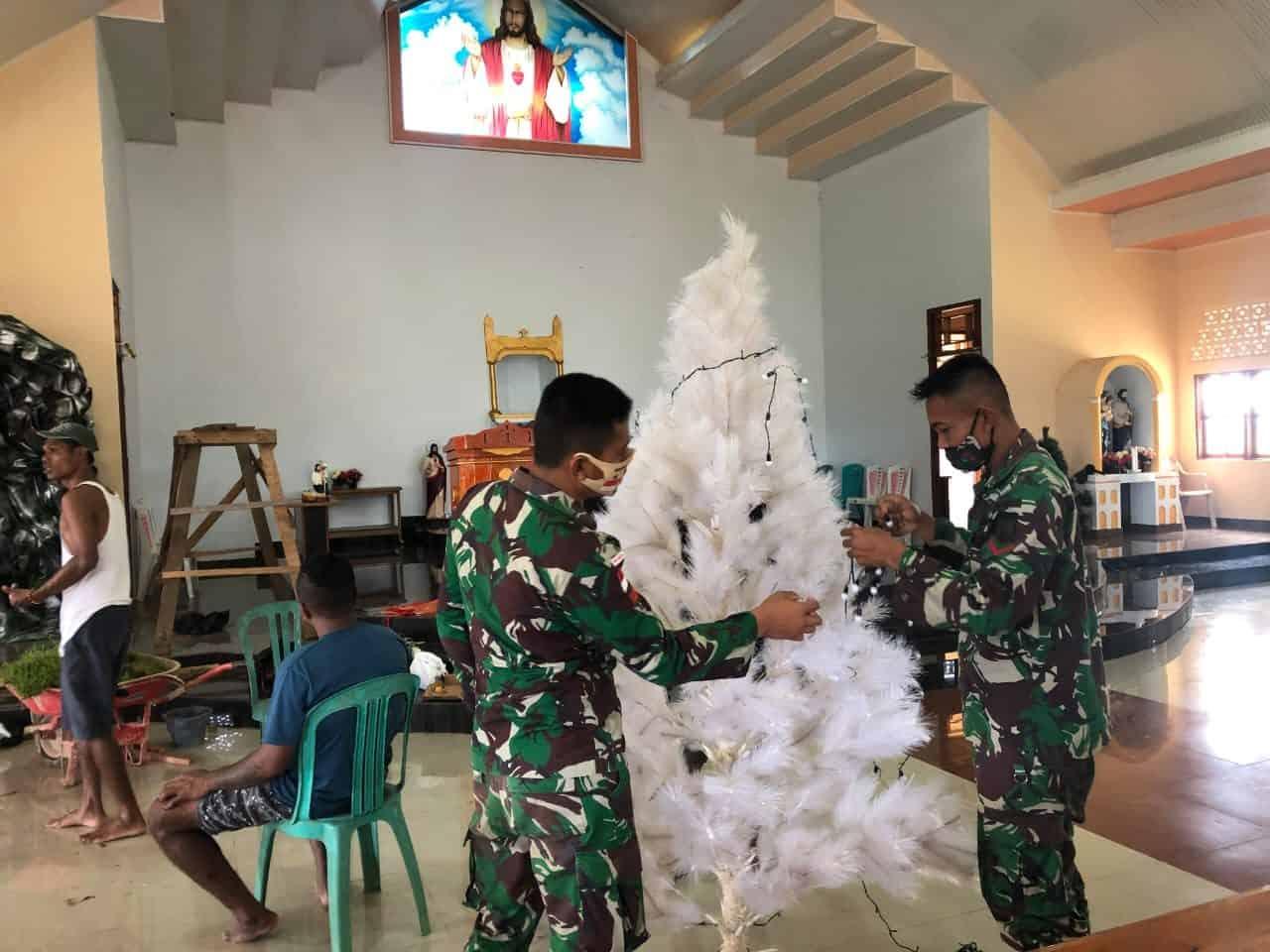 Satgas Pamtas Yonif Mekanis 516/CY Bantu Penyiapan Perayaan Natal Bersama Warga Papua
