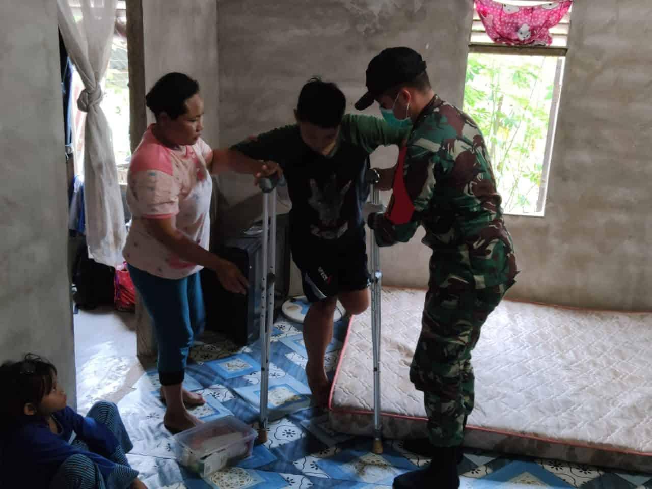 Alami Infeksi Pada Kaki, Dokter Satgas Yonif 642 Kapuas Obati Jaya Adita
