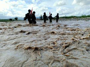 Cuaca Ekstrim, Satgas Pamtas RI-RDTL Yonif RK 744 Tetap Semangat Laksanakan Patroli Patok