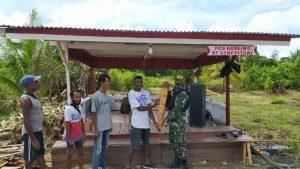Pos Kamling Merah Putih, Kado Natal Satgas Yonif MR 413 Kostrad Untuk Warga Kampung Pitewi