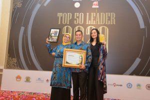 Komandan Politeknik TNI AD Terima Penghargaaan Top 50 Leader 2020