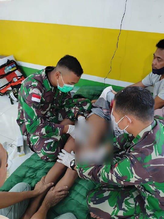 Peringati Hari Juang TNI AD, Satgas Yonif 642/ Kapuas Bagikan Sembako dan Khitanan Massal