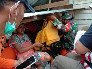 2 Prajurit TNI Selamatkan Bayi Baru Lahir dari Banjir 4 Meter di Aceh