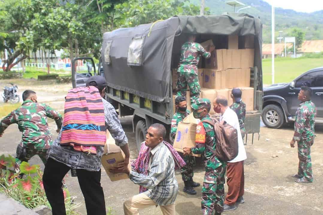 Sinergitas Satgas Yonif 744 dan BIN Distribusikan Bantuan Alkes Untuk Kecamatan Lamaknen