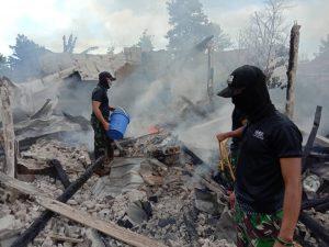 atgas Yonif 642 Padamkan Kebakaran di Rumah Warga Dusun Mauludin