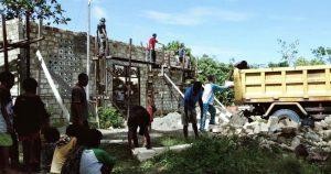 Agar Beribadah Dengan Nyaman, Satgas Yonif R 100/PS Perbaiki Gereja Di Papua