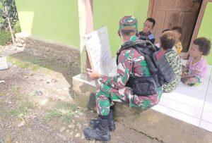 Cerdaskan Generasi Muda Perbatasan, Satgas Yonif R 100 Ajari Anak Banda Menghitung dan Membaca