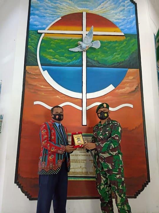 Perkuat Ikatan Persaudaraan, Satgas Yonif MR 413 Kostrad Sambangi Sinode GKI Papua