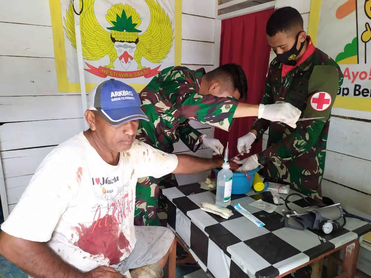 Sehatkan Warga Kairatu, Satgas Yonif 734/SNS Gelar Pengobatan Gratis