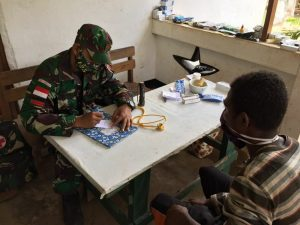 Satgas Yonif 125 Berikan Pelayanan Kesehatan Bagi Warga Kampung Yanggandur