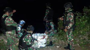 Jelang Pergantian Tahun, Satgas Yonarmed 3/105 Tarik Gagalkan Penyelundupan Kembang Api Dan Petasan.