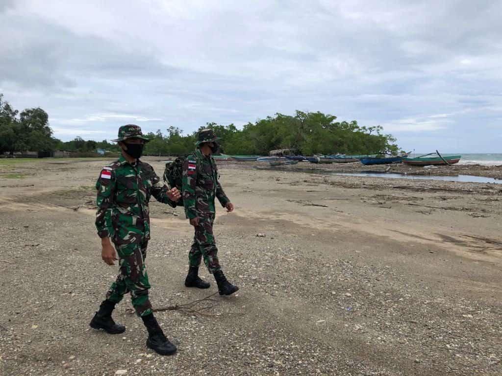Pantau Potensi Bencana, Satgas Yonif RK 744 Gelar Patroli Sepanjang Pantai Silawan