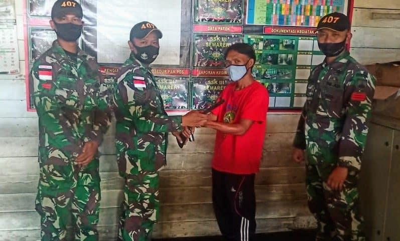 Satgas Pamtas Yonif 407/PK Kembali Terima Senjata Api Rakitan dari Warga Perbatasan