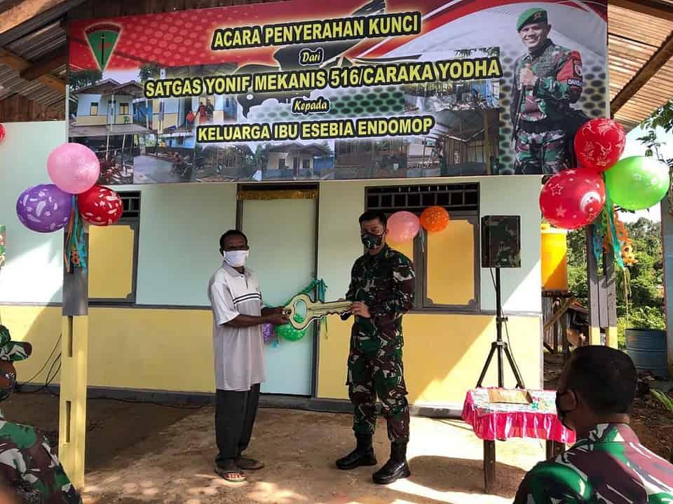 Satgas Pamtas RI-PNG Yonmek 516/CY Buatkan Rumah Baru Layak Huni Kepada Warga Perbatasan