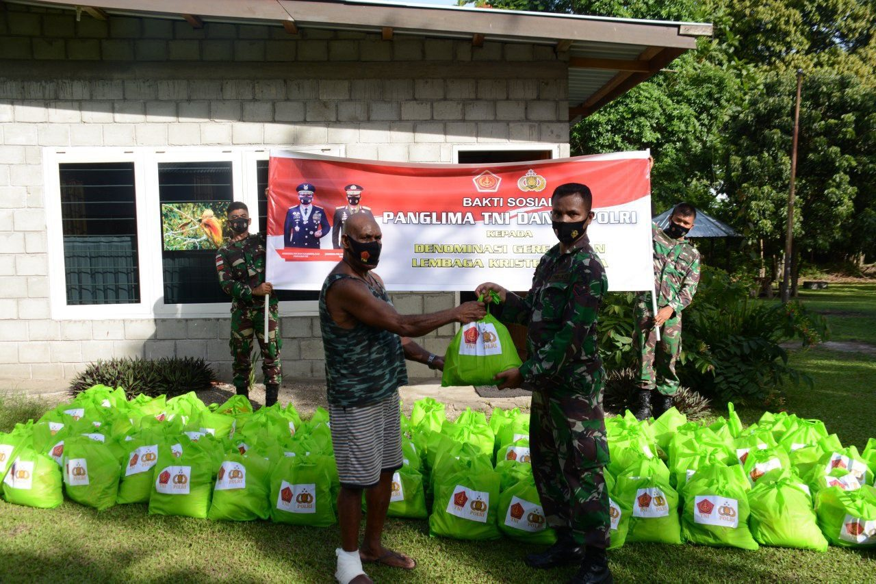 Sejumlah Gereja Terima Paket Sembako Dari Panglima TNI dan Kapolri