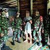 Dalam Satu Hari, Satgas Yonif 642 Kapuas Terima Tiga Pucuk Senjata Api dari Warga Perbatasan