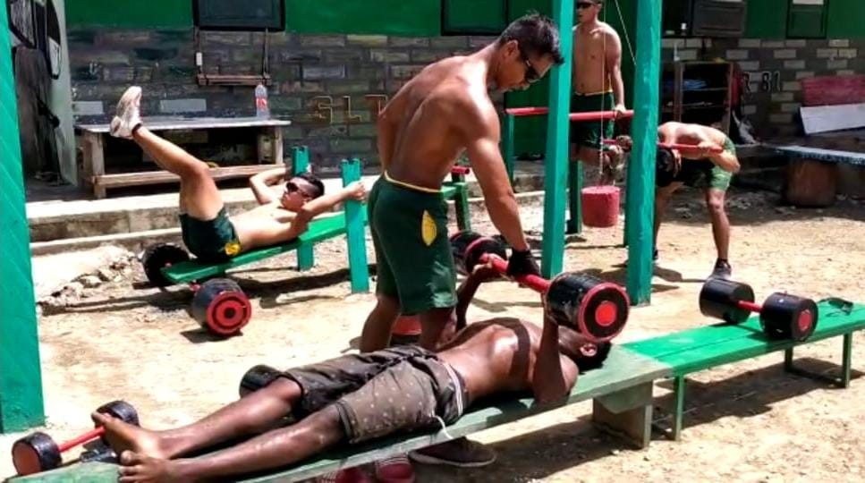 Satgas Yonif MR 413 Motivasi Pemuda Papua Dengan Sparko Bremoro