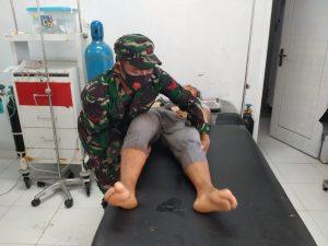 Personel Kodim Mansel Selamatkan Korban Kecelakaan di Distrik Momiwaren