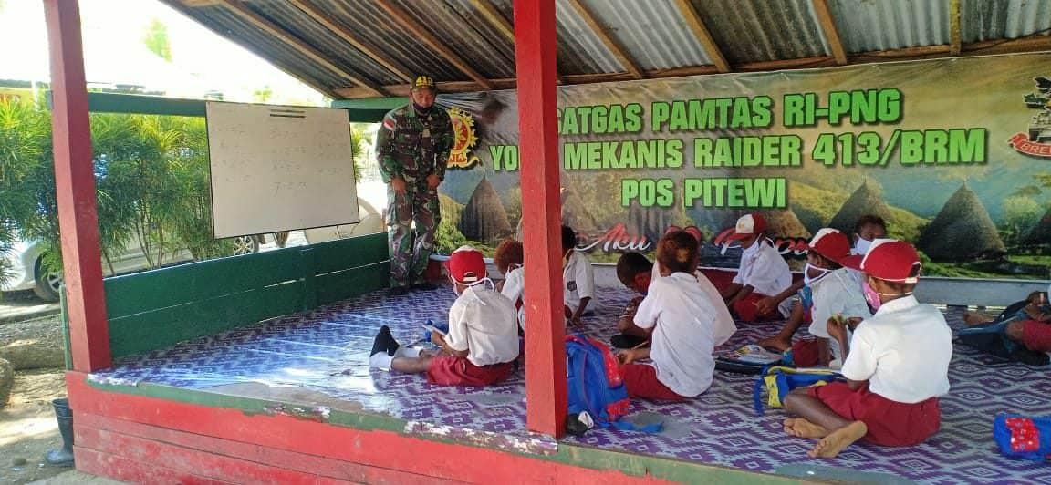 Ini Yang Dilakukan Satgas Yonif MR 413 Kostrad, Agar Siswa di Perbatasan Tetap Dapat Belajar
