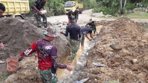 Satgas Yonif RK 744 Bangun Prasarana di TPU Perbatasan