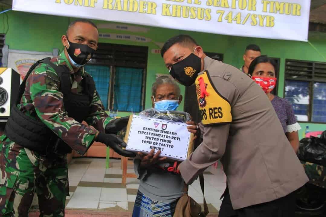 Jelang Purna Tugas, Satgas Yonif RK 744 Gelar Baksos Serentak di Perbatasan