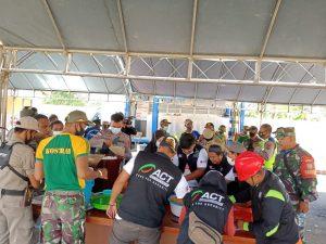 Banjir di Keerom, Satgas Yonif MR 413 Kostrad Gelar Dapur Lapangan Bantu Pengungsi