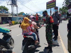 Kodim Jayawijaya Bagikan 3000 masker Untuk Masyarakat Wamena