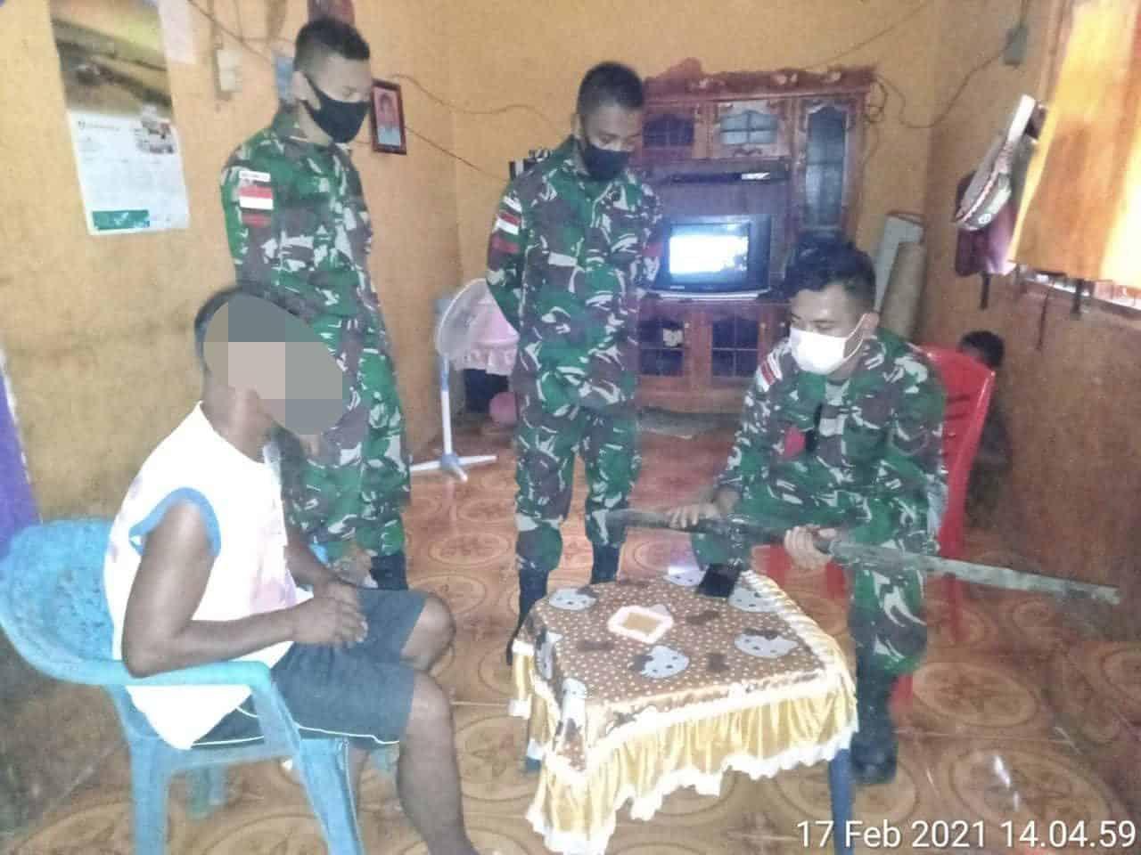 Satgas Pamtas Yonif 744/SYB Kembali Peroleh Senjata Dari Warga Eks Timor-Timur