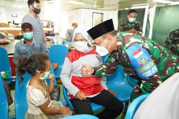 Danrem 162/WB Sosialisasikan Prokes Kepada Penumpang KMP Belida