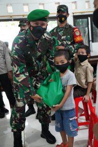 Dampak Pandemi Covid-19 Danrem 061/SK Berikan Santunan Anak Yatim dan Duafa