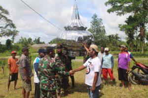 Satgas Yonif 312 Pasang Kubah Mushola Jabal Nur Di Perbatasan RI-PNG