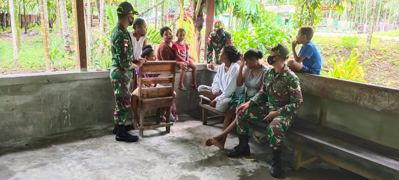 Jelang Purna Tugas, Satgas Yonif MR 413 Anjangsana Ke Kampung Nafri