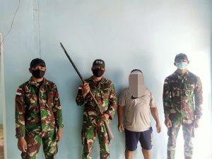 Satgas Yonif 642 Terima Tiga Pucuk Senjata Api Ilegal dari Warga Perbatasan RI-Malaysia