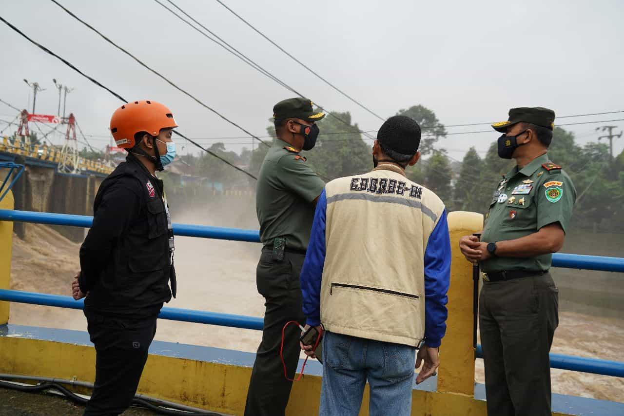 Danrem 061/SK Pantau Debit Air di Bendungan Katulampa Bogor