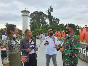 Dansatgas Yonif MR 413 Kostrad Dampingi Kunker Ketua DPRD RI Meninjau Pos Lintas Batas Negara di Skouw