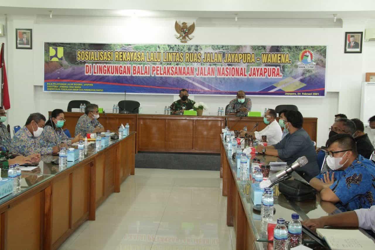 TNI Berkomitmen Terus Mendukung Pembangunan Trans Papua