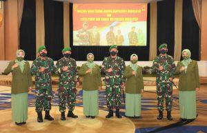 Jabatan Komandan Pussenif Kodiklat TNI AD Diserahterimakan