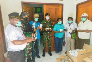 Satgas Yonif PR 432 Kostrad Bersama Petugas Medis dan Elemen Masyarakat Musnahkan Obat Kadaluarsa