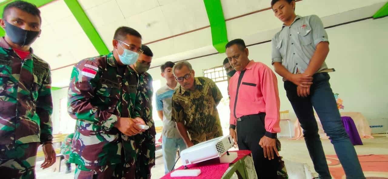 Tingkatkan Kualitas Ibadah, Satgas Yonif 312 Berikan Proyektor LCD Kepada Gereja Di Papua